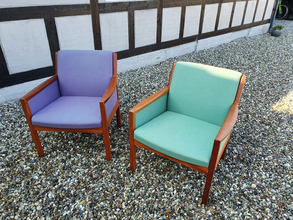 Pair of Lounge Chairs in Teak (2004211)