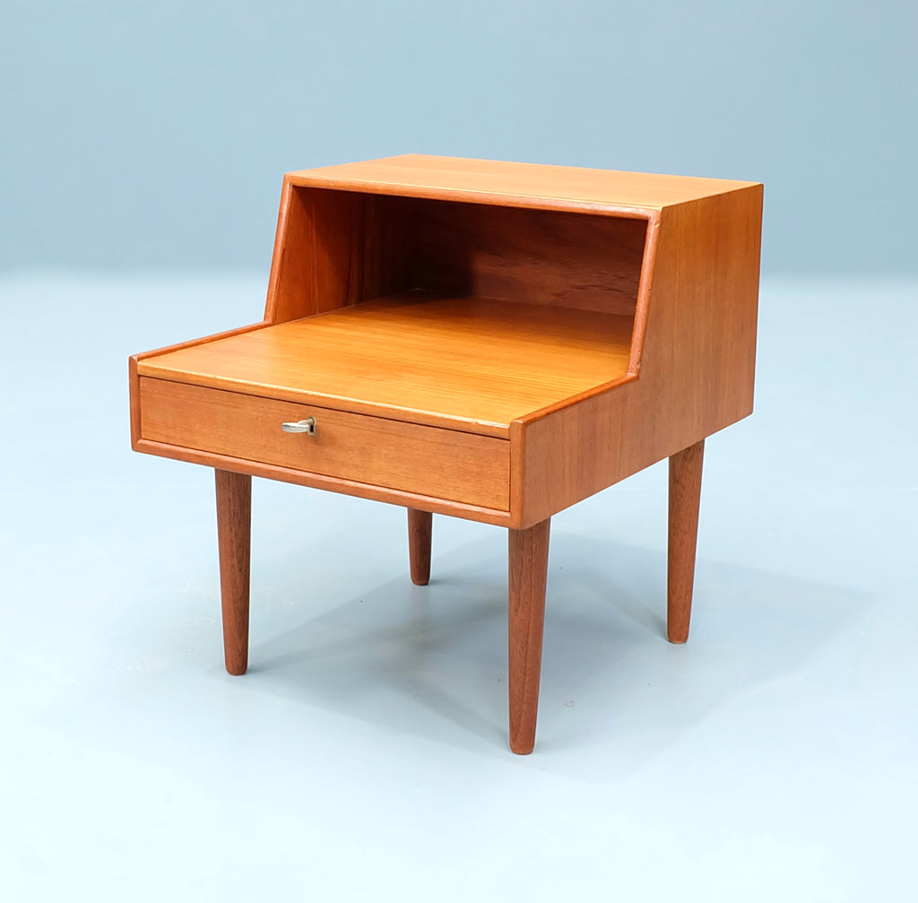 Danish Bedside Table in Teak (2004304)