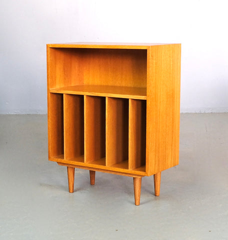 Small Danish Bookcase in Oak (2101918)