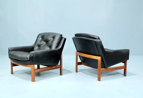 Pair of Swedish Lounge Chairs in Black Leather (2101AK065CH)
