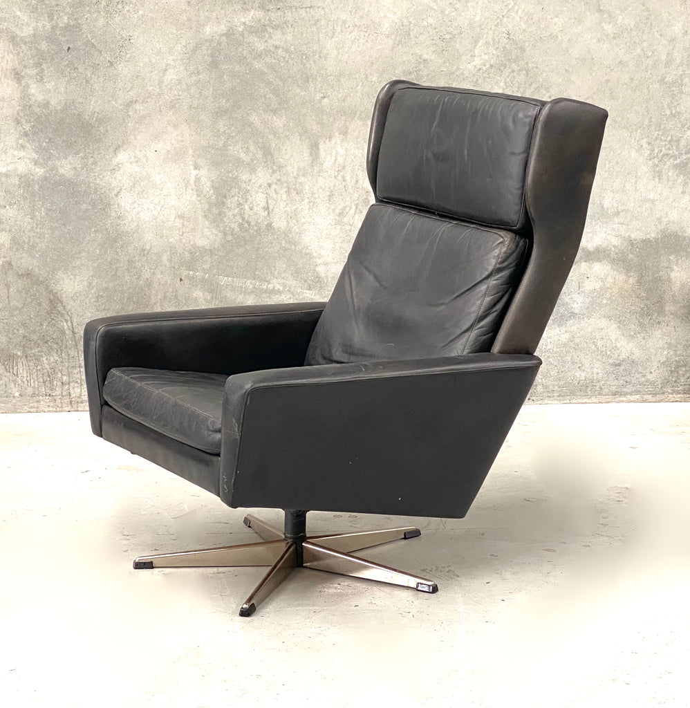 Danish Wing-Back Swivel Lounge Chair (2101959)