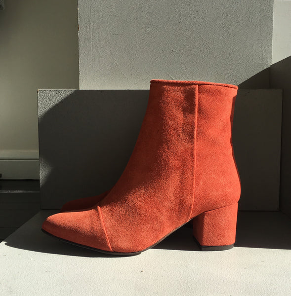 Sassy Suede Boots - Muskat