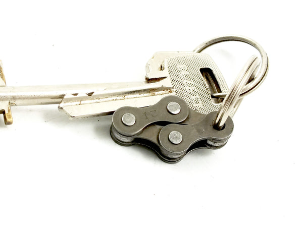 "Keyholder ""4"" – upcycled bicycle keychain by Felvarrom bicycle upcyclery - 1"