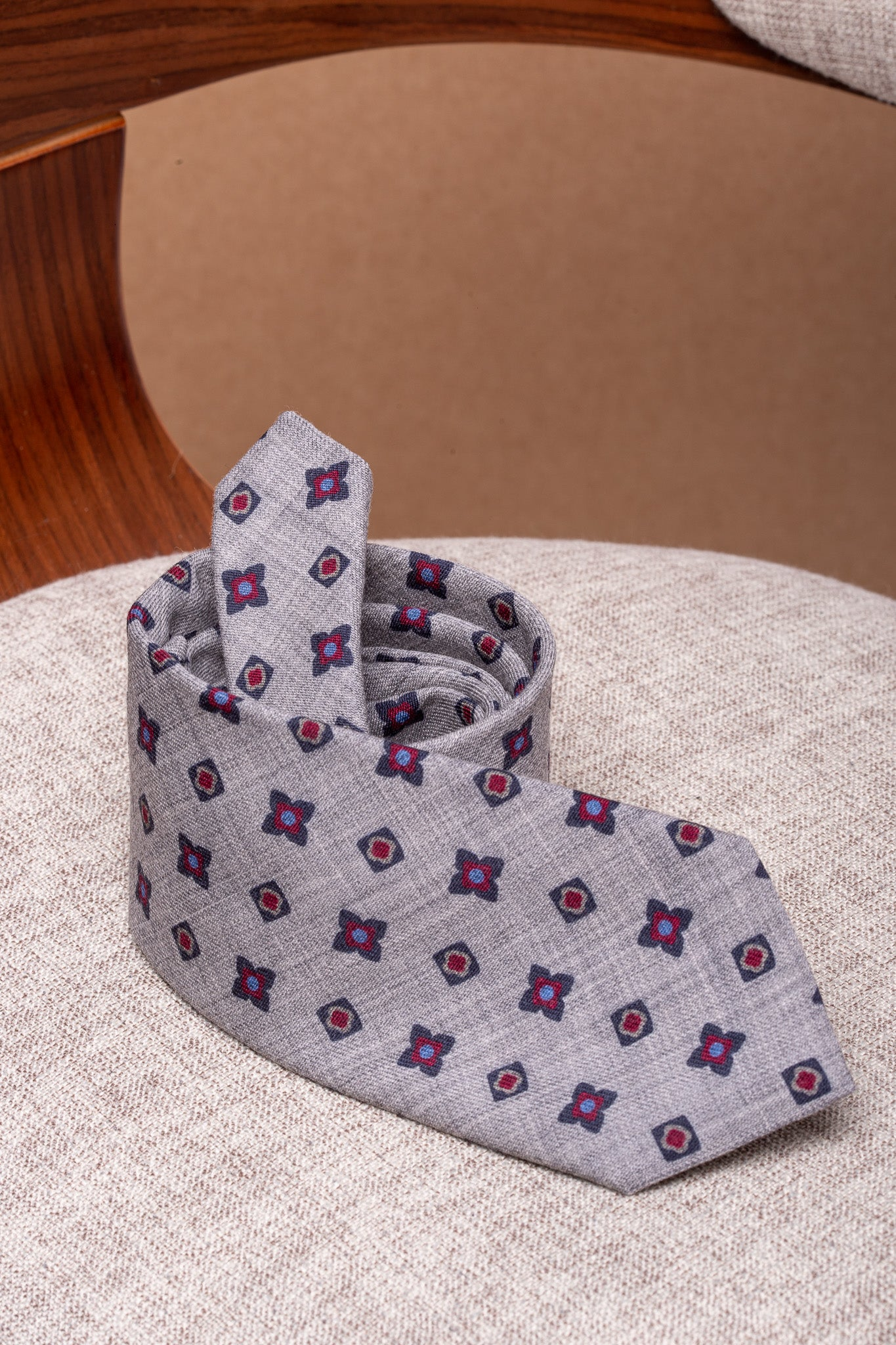 Grey tie with blue and red flowers - Made In Italy