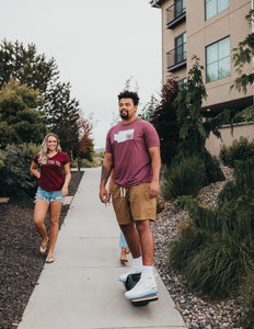 Men's State tee in burgundy