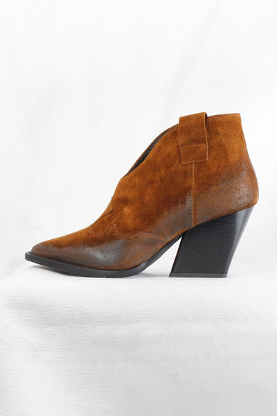 L'ESTROSA BROWN ANKLE V-CUT COWBOY BOOTS T319