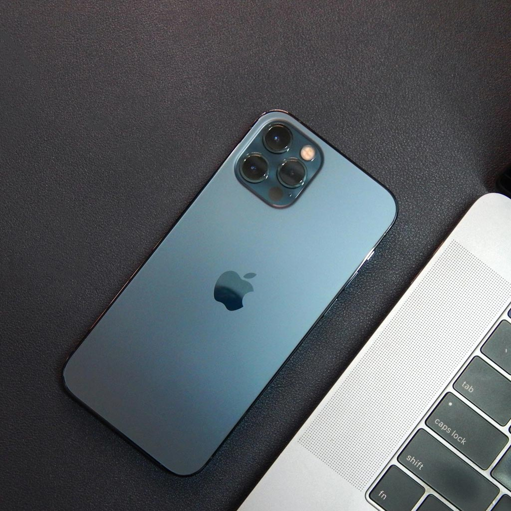 20 photography hacks for the iPhone 12 using a magnetic phone case
