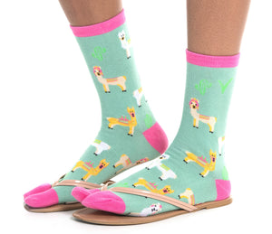 1 Pair - V-Toe Flip Flop Tabi Socks - Green Llamas