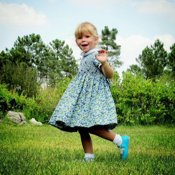 Vestido Bordado a Smock com Estampado Flores Azuis - HandSmocked Blue Flowers Printed Dress