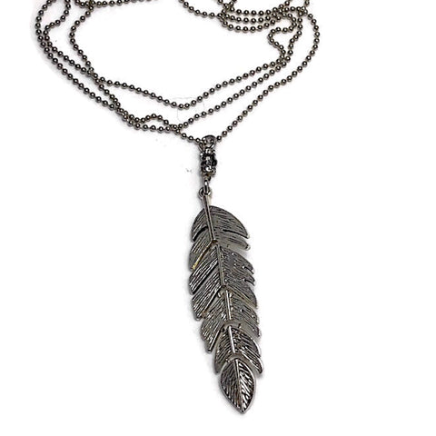 The Kinnie Sweetheart Feather Necklace