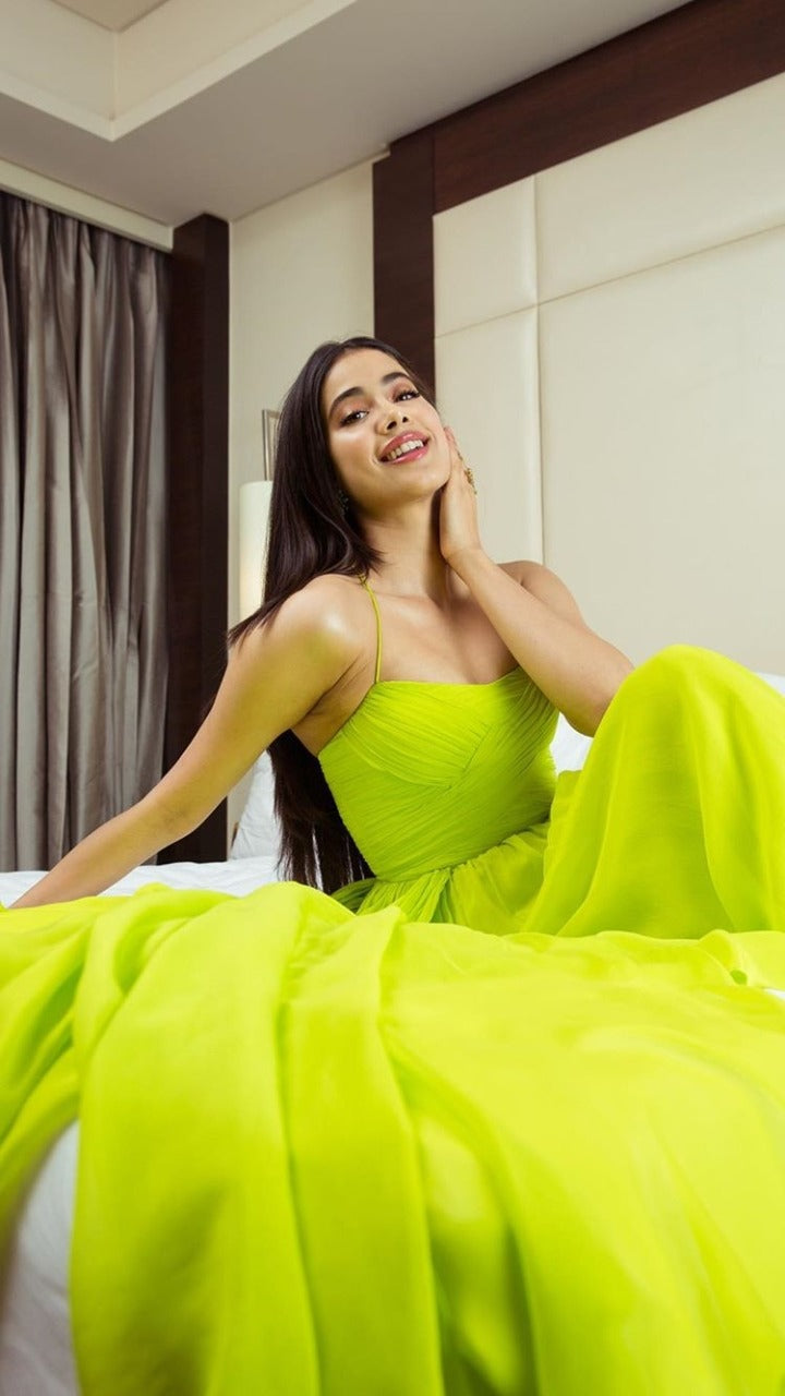 jahnvi-kapoor-in-lime-green-dress