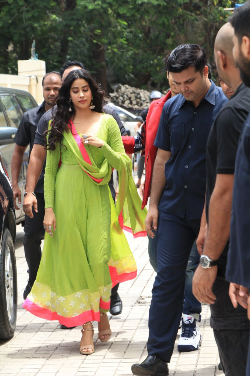 jahnvi-kapoor-in-lime-green-anarkali-suit