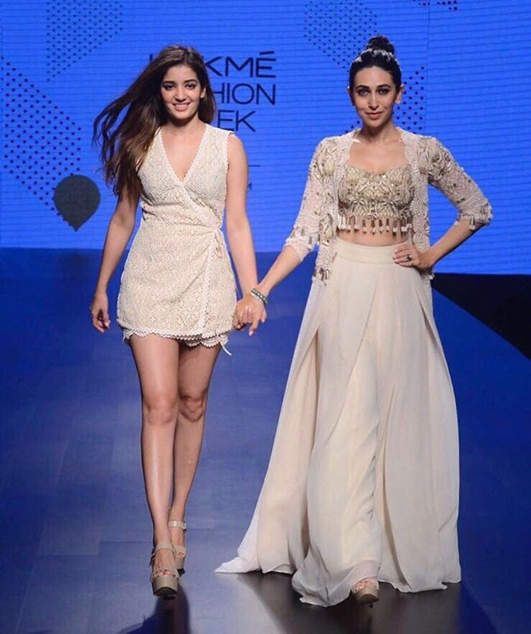 Karisma Kapoor stuns on the ramp for designer Arpita Mehta at Lakme Fashion Week!