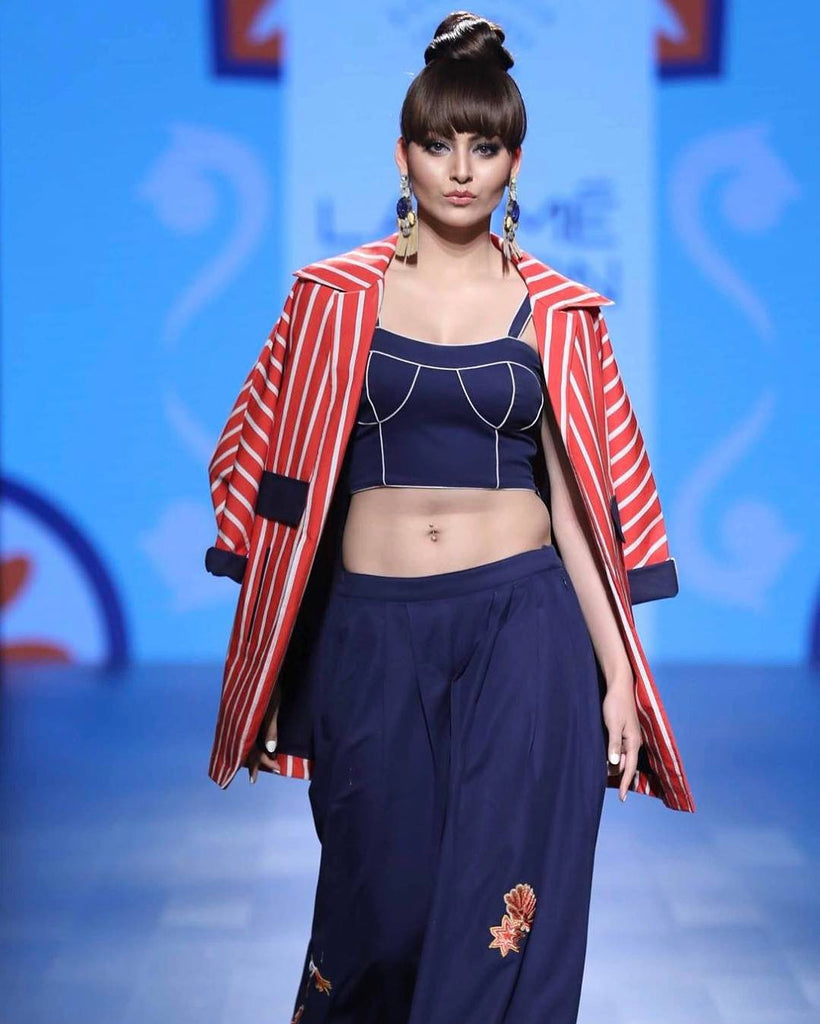 Urvashi Rautela flaunts toned midriff in sexy bralette at Lakme Fashion Week 2017 in designer Sonal Verma's Dress