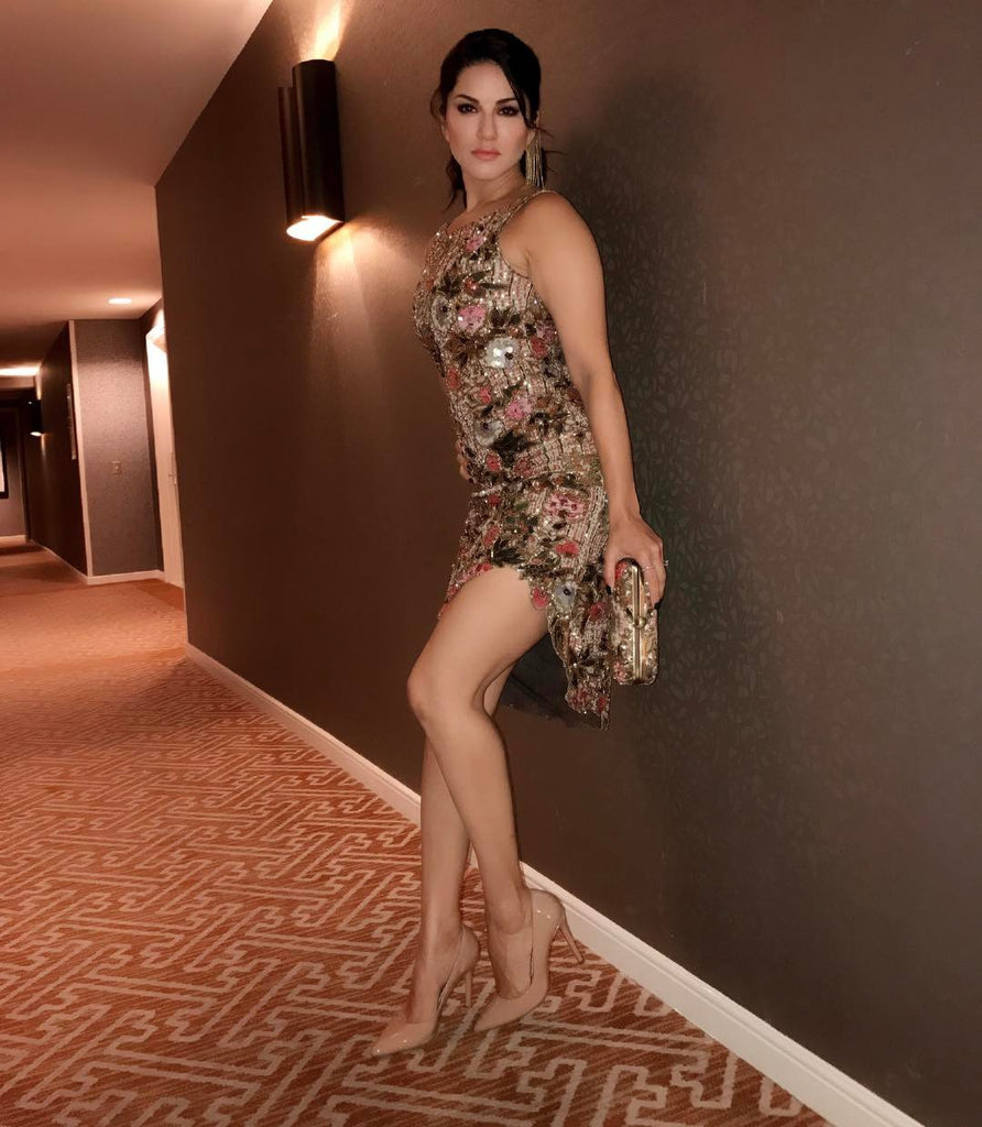 Sunny Leone Looked Devastatingly Gorgeous in A Sequined Rocky Star Dress!