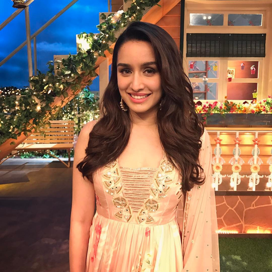 looks stunning in Arpita Mehta's Desigmner Printed Anarkali Suit on the sets of The Kapil Sharma Show!!😍