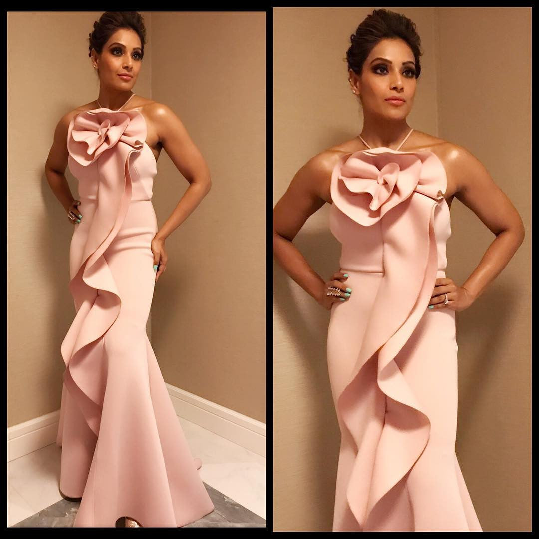 Bipasha Basu Looked Pretty In Pink Mermaid Gown At An Event In Dubai