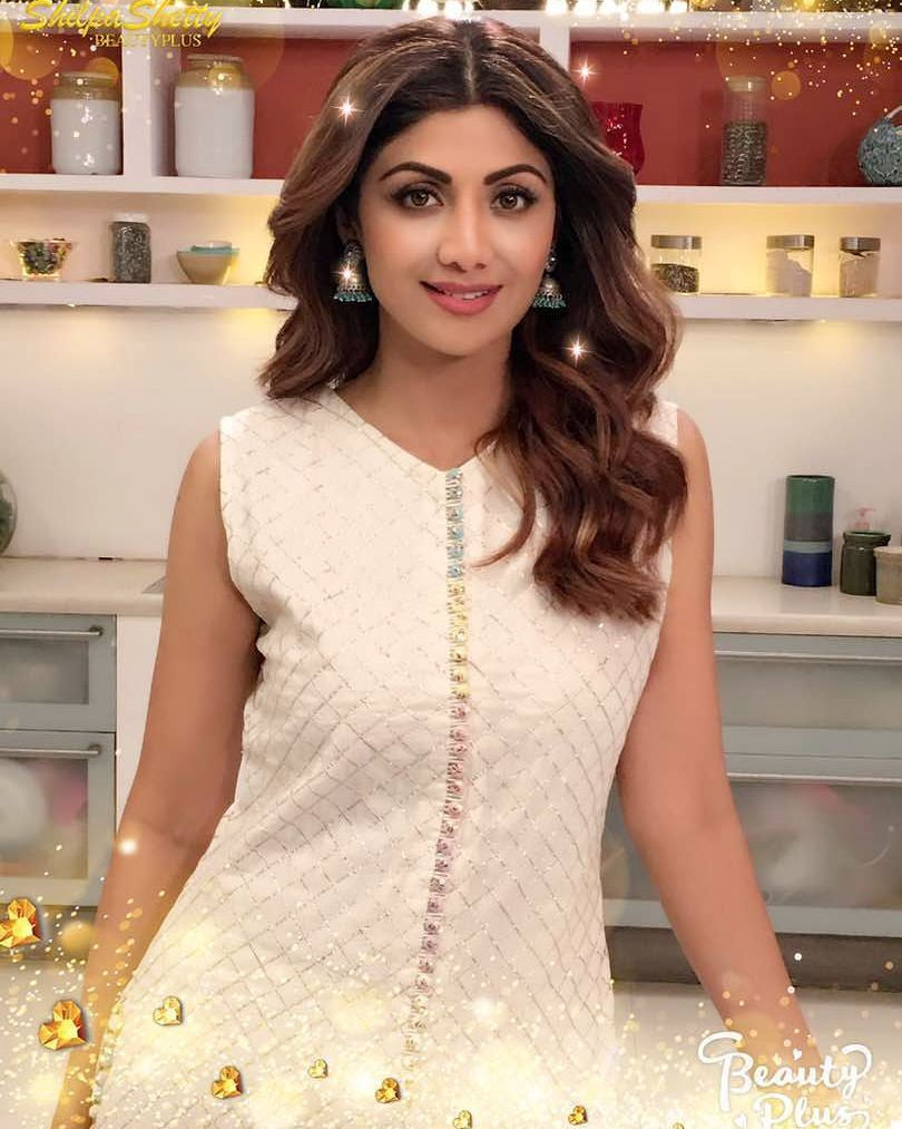 Shilpa Shetty Looked Traditional In White Embellished Kurta Team Up With Palazzo