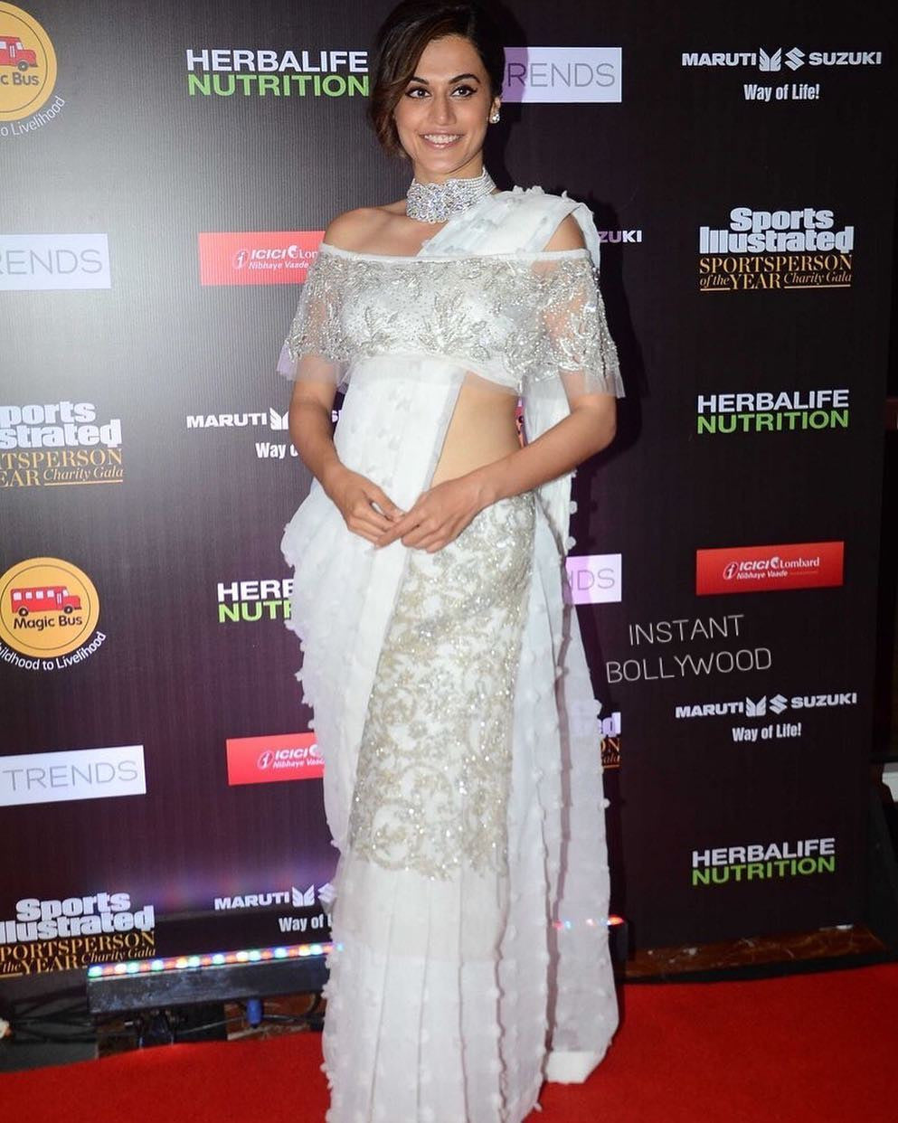 Taapsee Looked Deshi In Esha Sethi Thirani's White Embroidered Saree