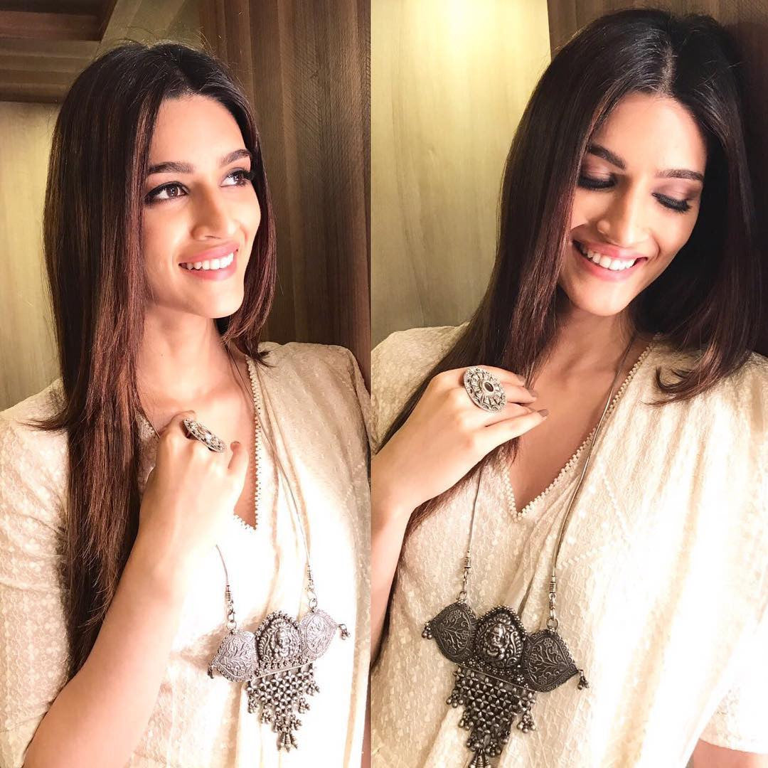 Kriti Sanon in saree and wearing juttis by Fizzy Goblet for 'Bareilly Ki Barfi' promotions