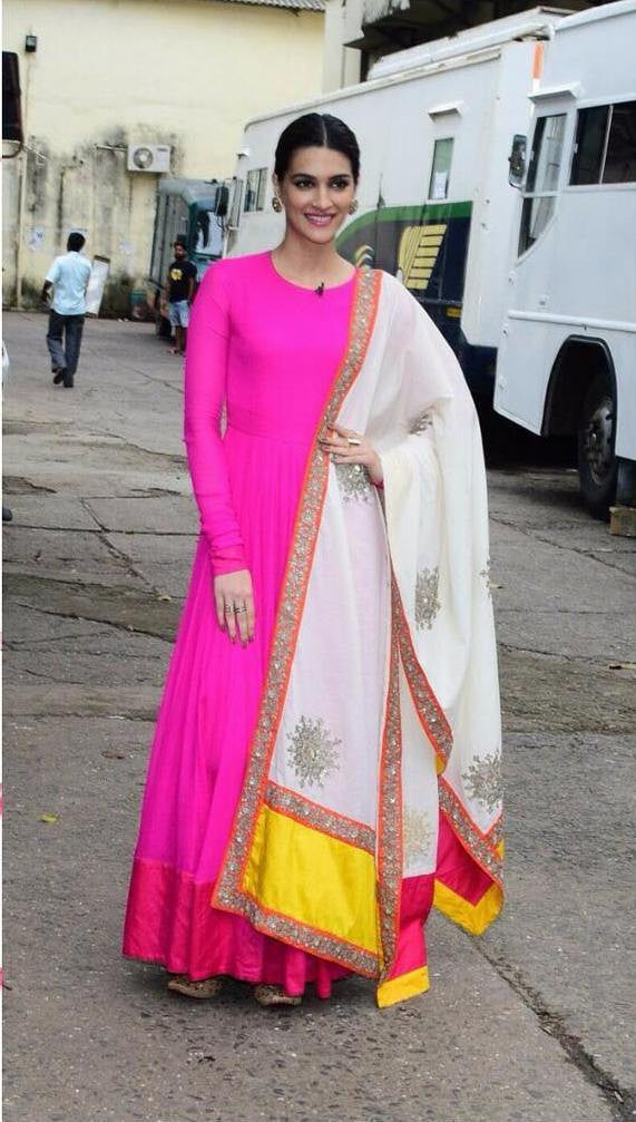 Kriti Sanon Setting A Latest Vibrant Wedding Ready Look