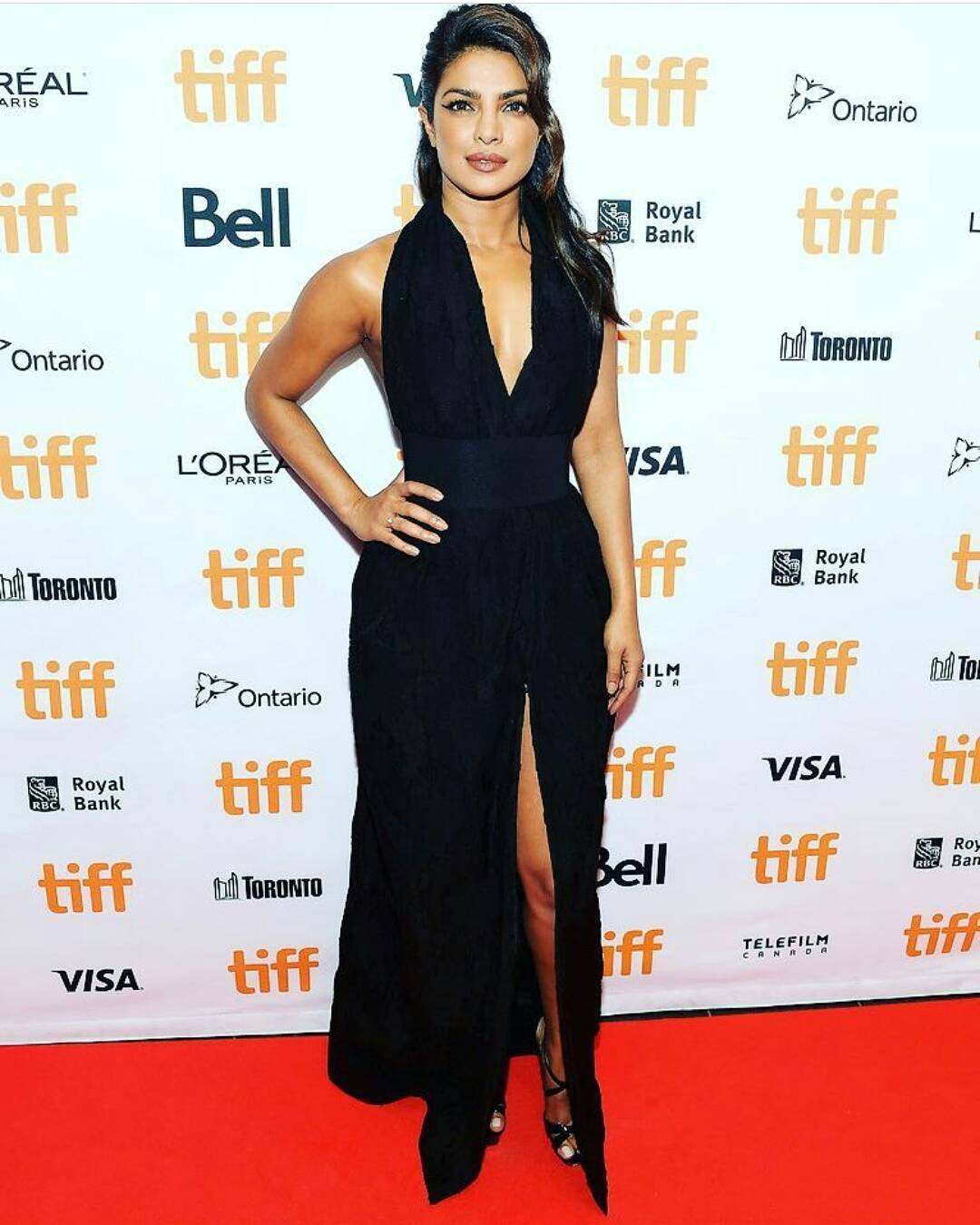 Priyanka Chopra Flaunts Her Sexy Thigh High Slit Zaid Affan's Black Gown At TIFF 2017