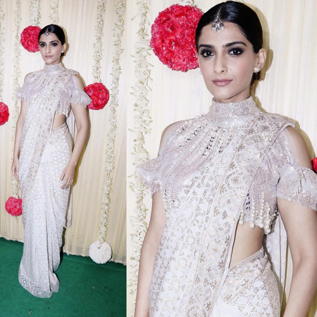 OMG!! Sonam Kapoor's White Saree Look is A Best Ethnic Look Of 2017