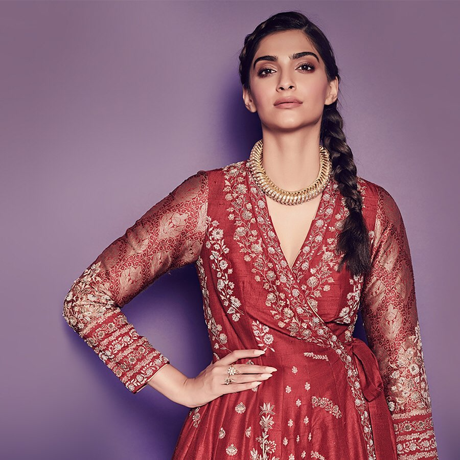 sonam-kapoor-in-red-angrakha-kurta
