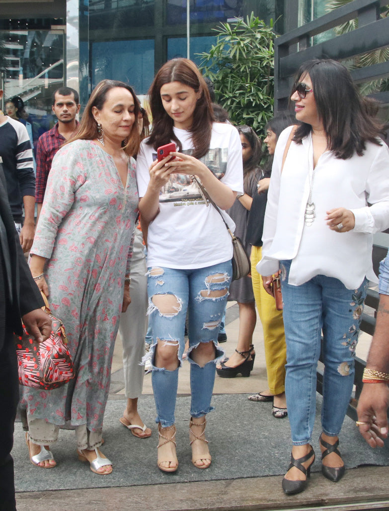 Alia-Bhatt-in-Friends-Edition-Tee-From-Zara