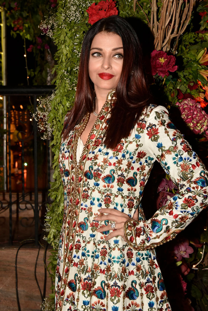 Aishwarya Rai Bachchan Looked Super Gorgeous in Rohit Bal ...
