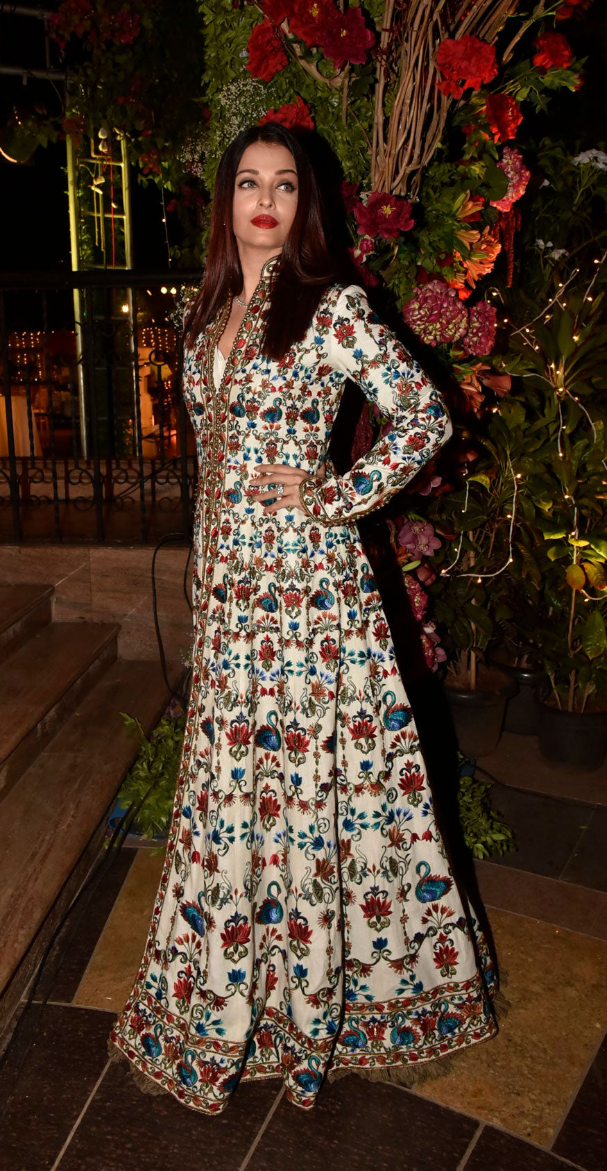 4a77f95e29 Aishwarya Rai Bachchan Looked Super Gorgeous in Rohit Bal's Anarkali S –  Lady India
