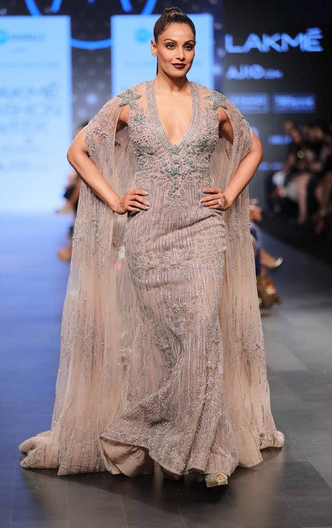 Bipasha Basu showstopper for Falguni Shane Peacock at lakme fashion week summer resort 2017