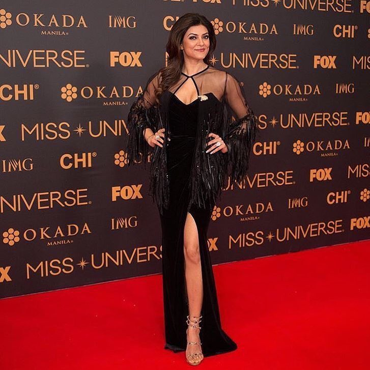 Sushmita Sen Looked Angelic in a Black Gown at The Miss Universe 2016