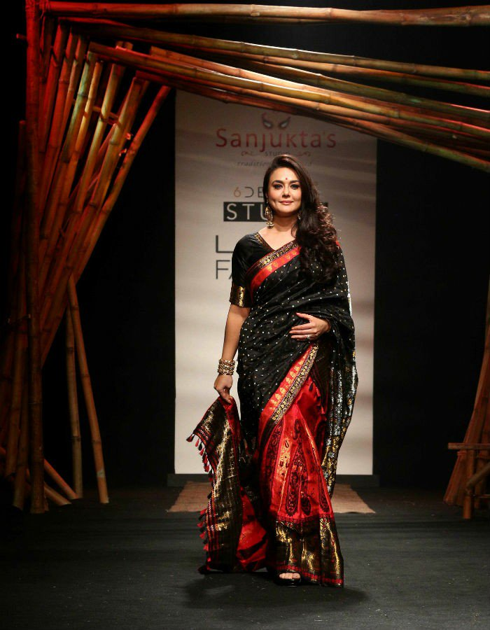 Preity Zinta in Sanjukta Dutta's designer Banarasi art silk handloom penkalamkari saree in summer lakme fashion week 2017