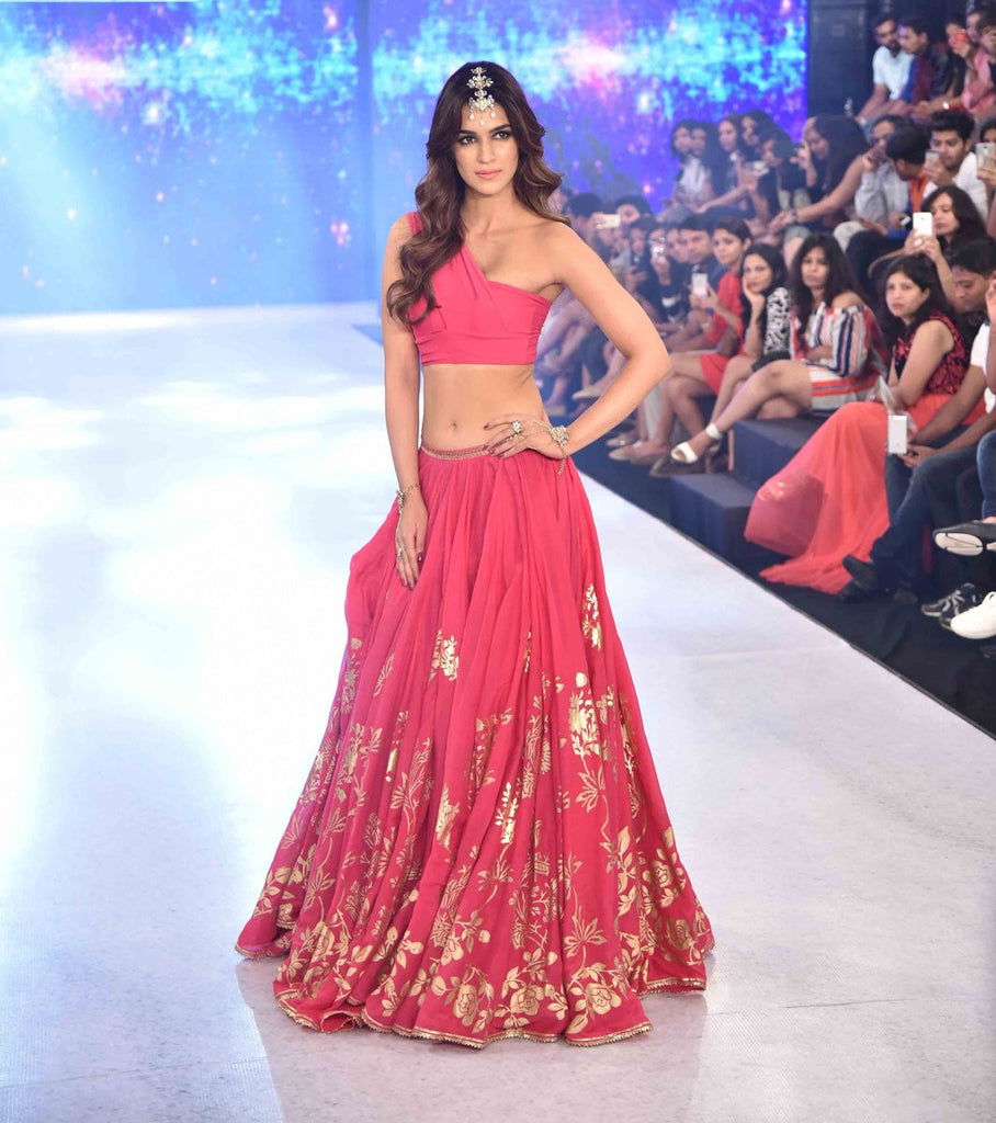 cbc067298e384b IBFW 2017: Bollywood Beauty Kriti Sanon Looked Ravishing in Pink Lehen –  Lady India