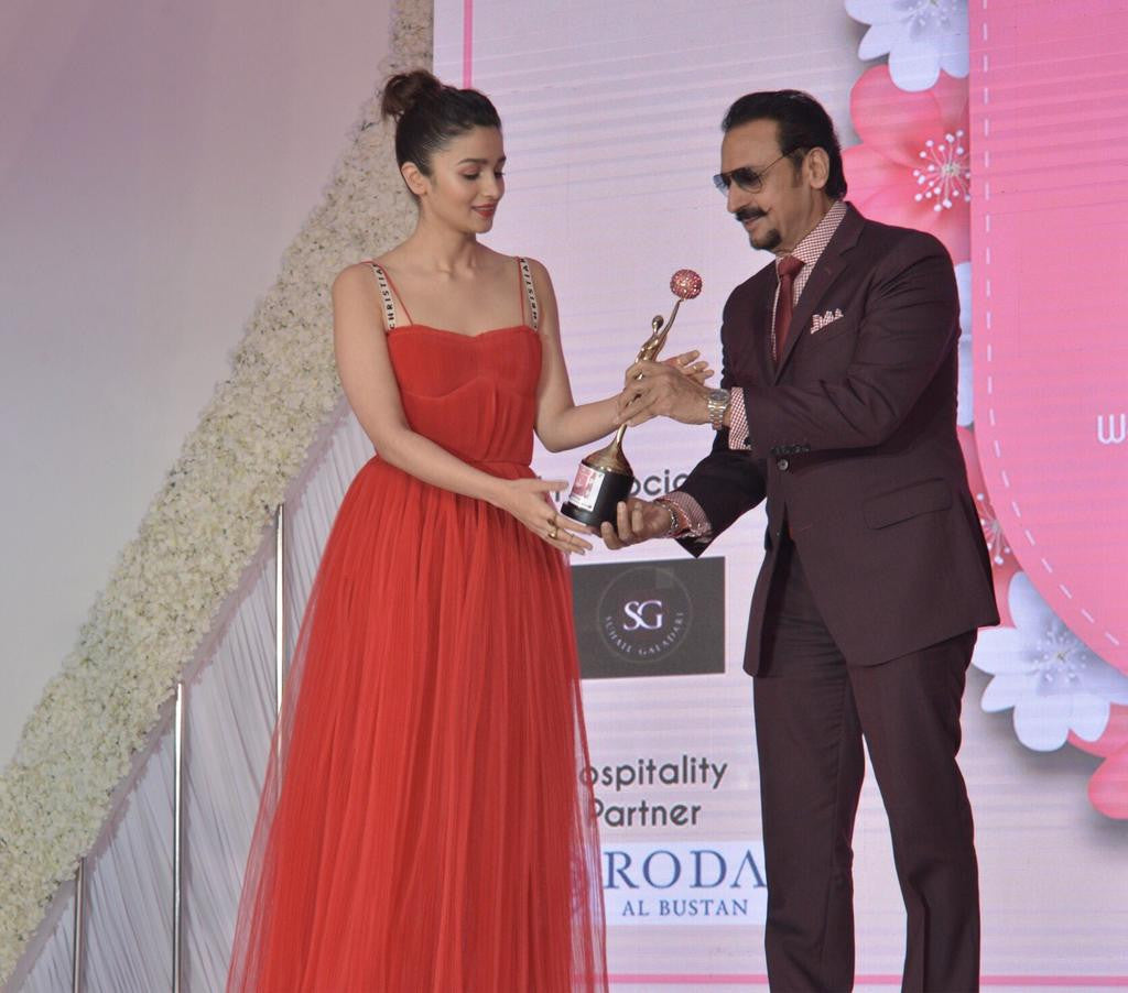 Aliaa Bhatt Looked Hot in Red Maxi Dress at an Award