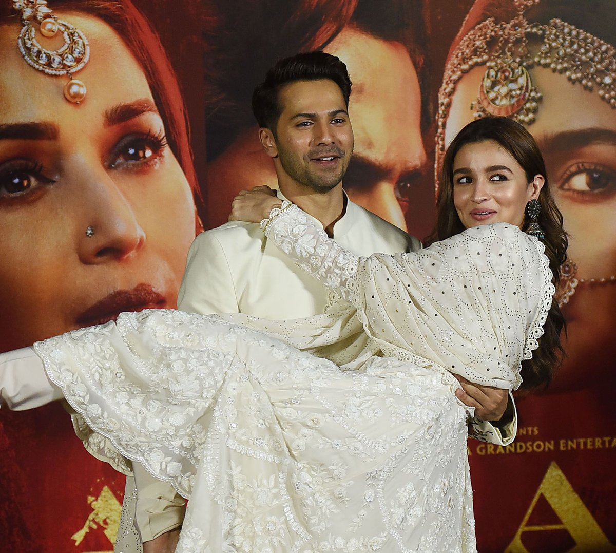 alia-bhatt-in-white-anarkali-suit