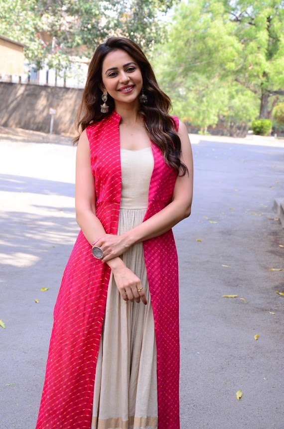 Rakul-Preet-Singh-in-pink-dress