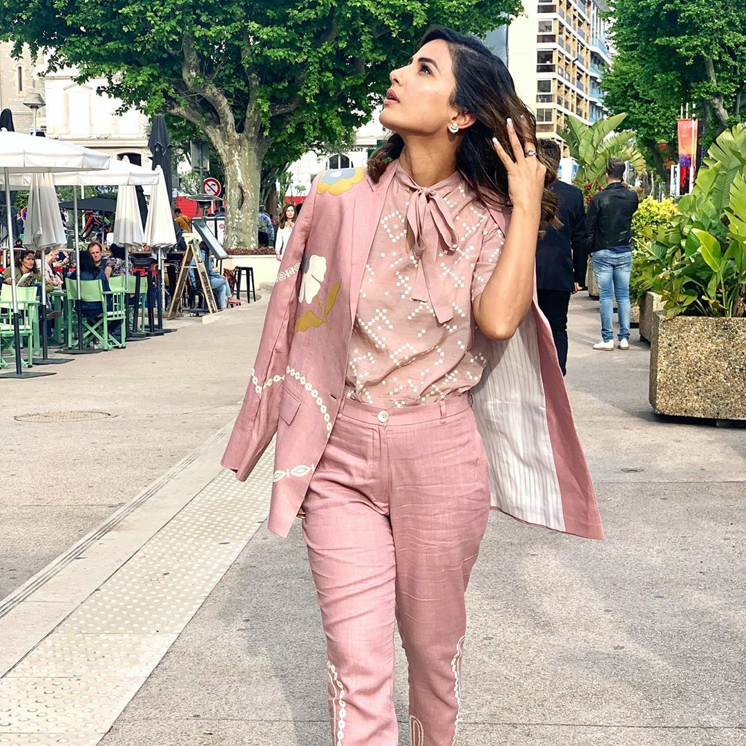 hina-khan-in-pink-suit