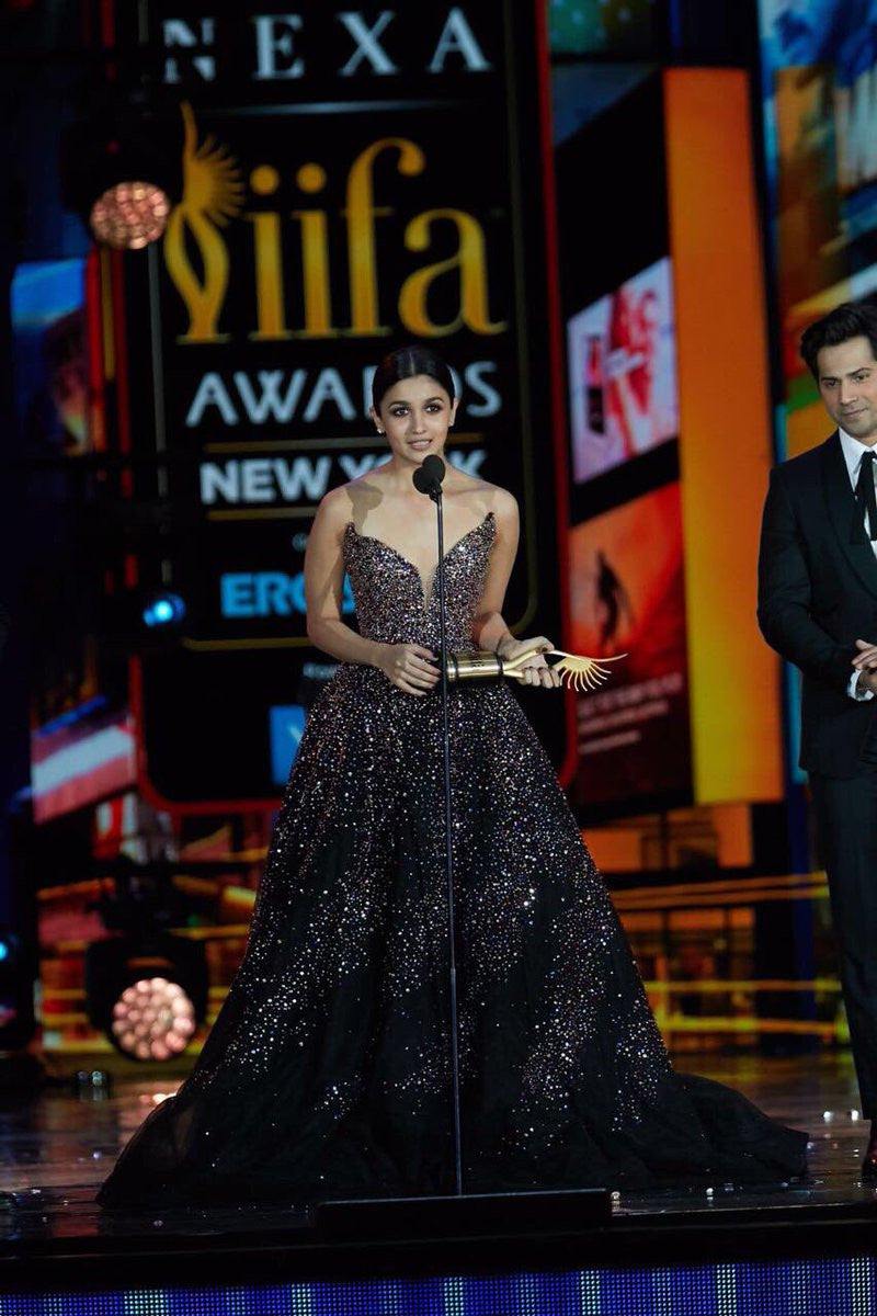Alia Bhatt Looked Outstanding On The IIFA 2017 Red Carpet