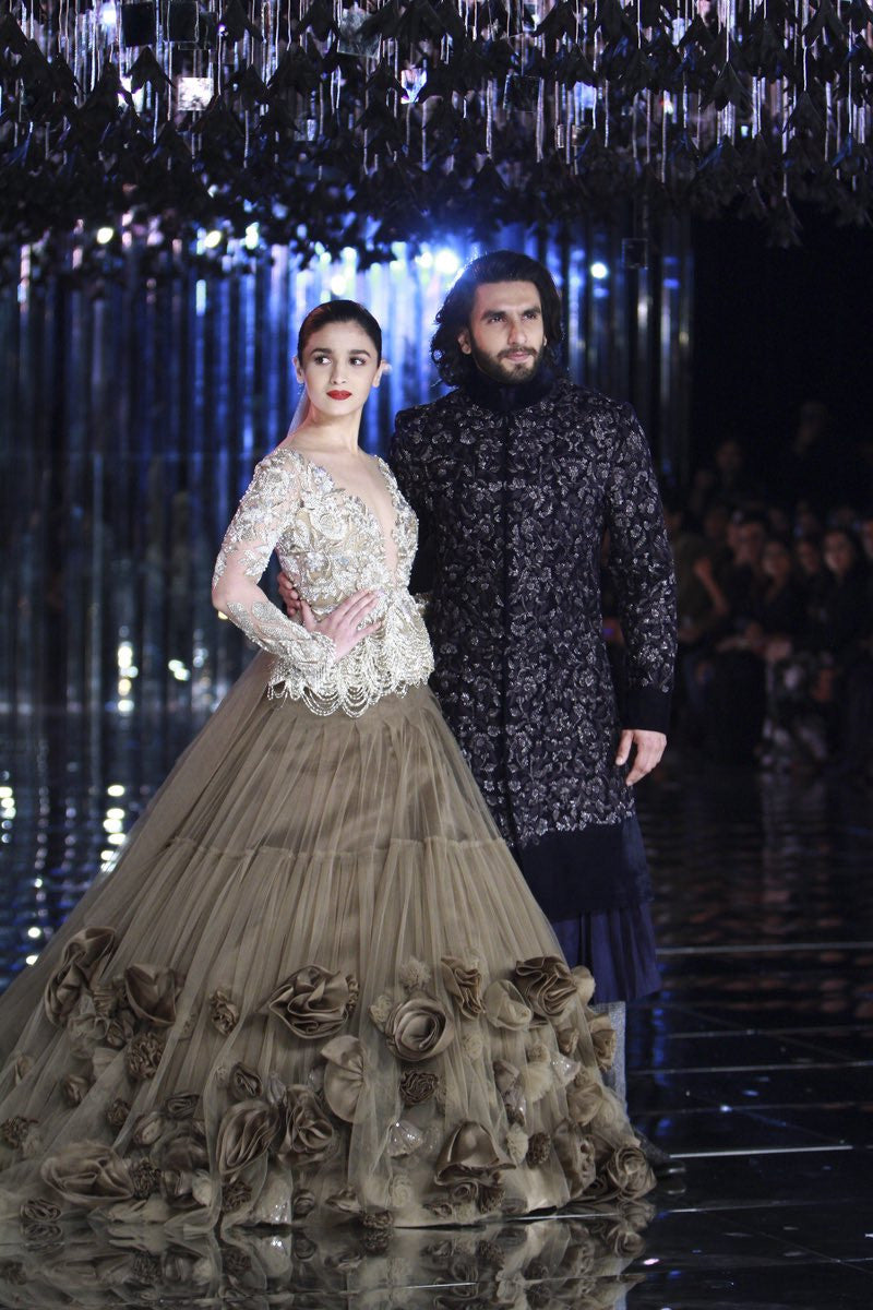 Alia Bhatt and Ranveer Singh left audience awestruck with their mesmerizing ramp walk for Manish Malhotra at the finale of India's India Couture Week (ICW) 2017 in Delhi