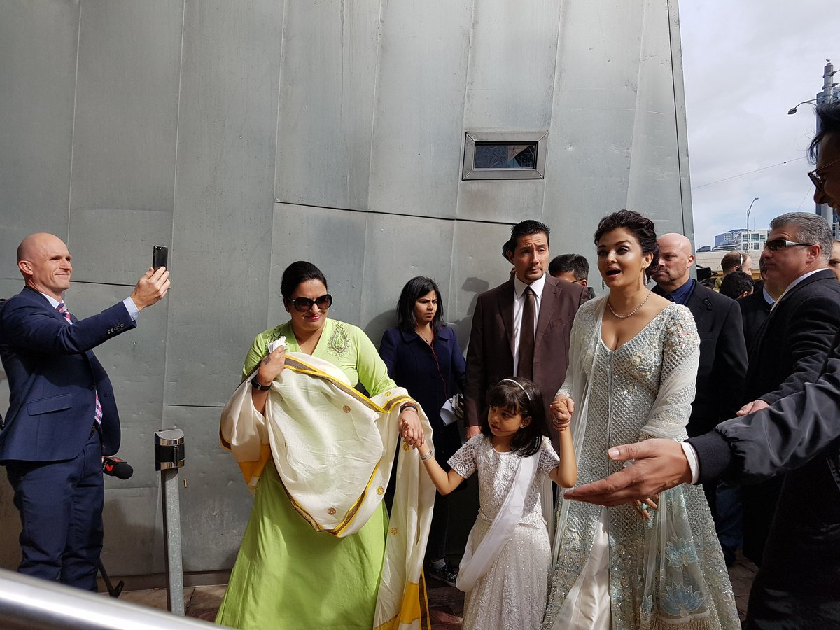 Aishwarya Rai Bachchan Looked Drop-Dead Gorgeous During India's Pre-Independence Day Celebration in Melbourne