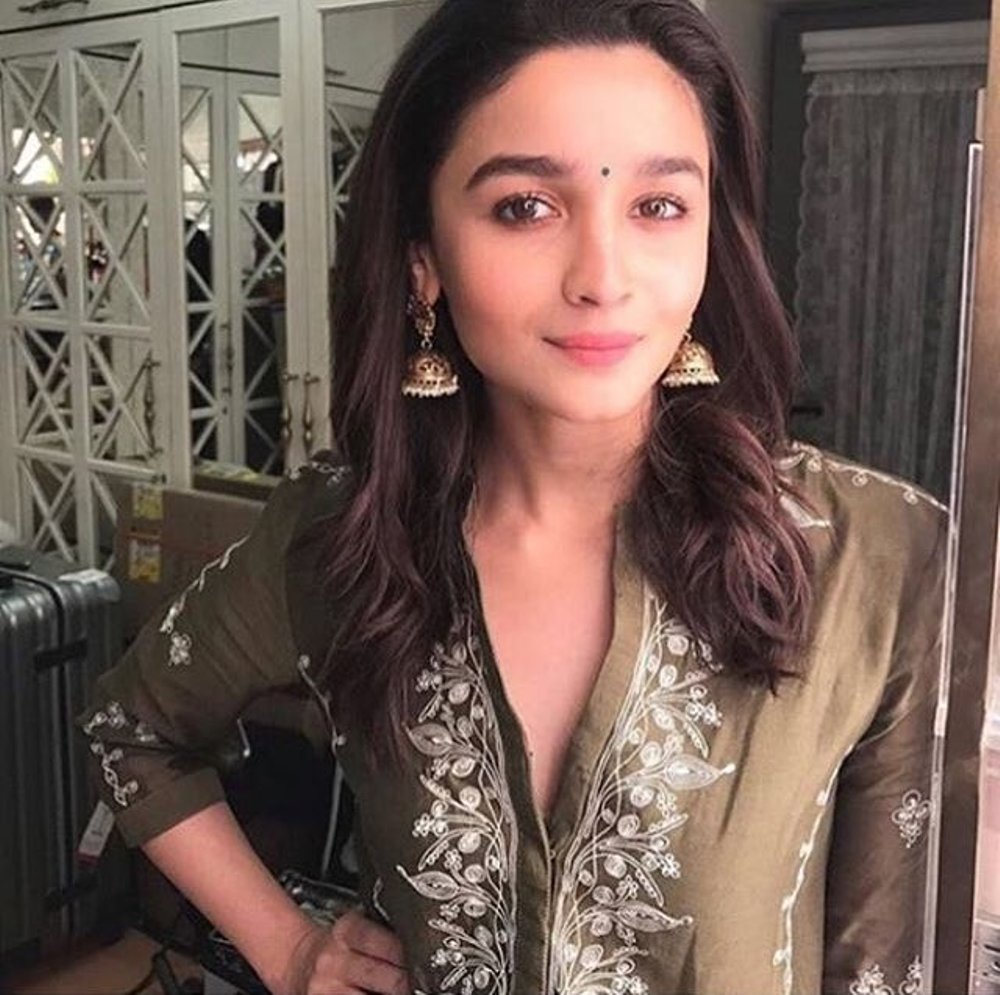 Alia Bhatt's Gorgeous Outfit'll Make You Perfect Festival Look