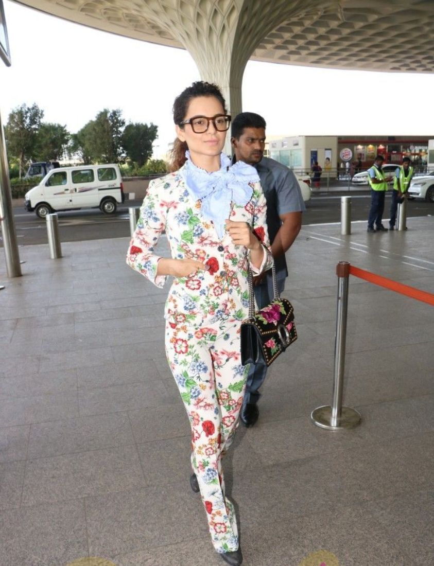 Wao!! Kangana Ranaut in Stylish Casual At The Airport Look