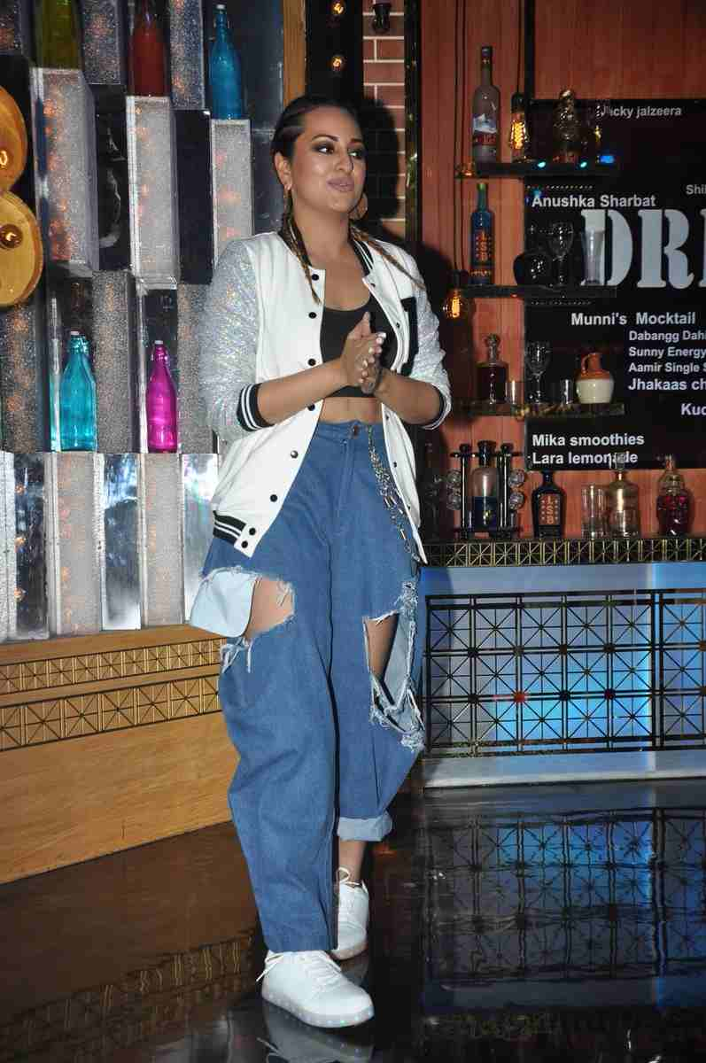 Sonakshi Sinha Worked The Coolest Denim FashionTrend In The Bollywood Fashion History