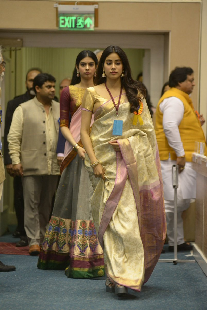 Janhvi Kapoor wore her Mom Sridevi's Sari to receive the Indian National award