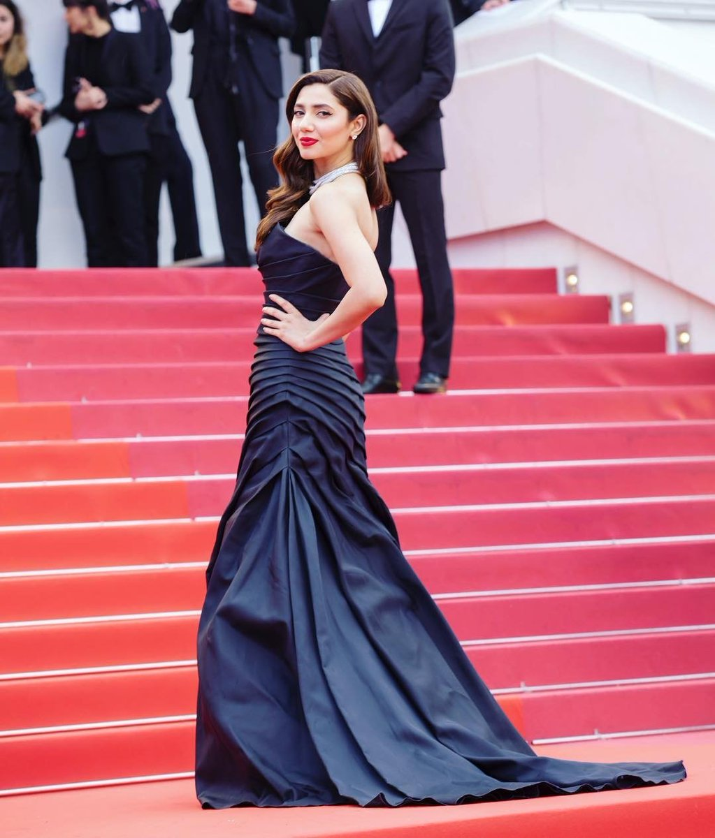 Mahira-Khan-in-Alberta-Ferretti's-Black-Dress-at-Cannes-Film-Festival