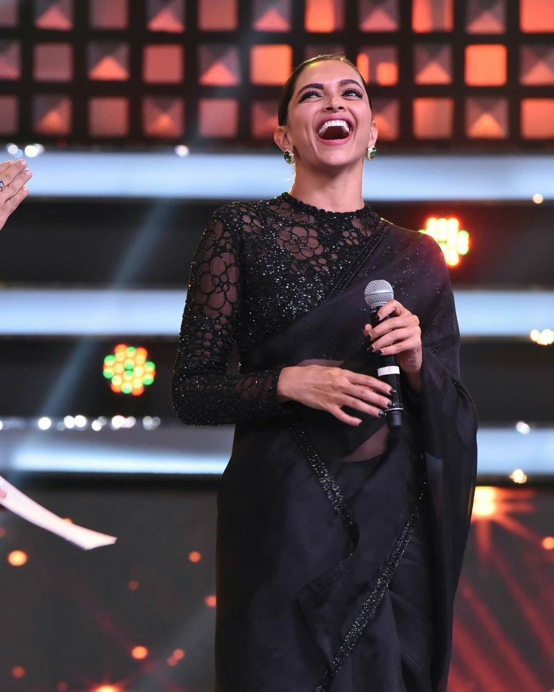 Deepika Padukone In Black Plain Saree Team Up With High Neck Blouse
