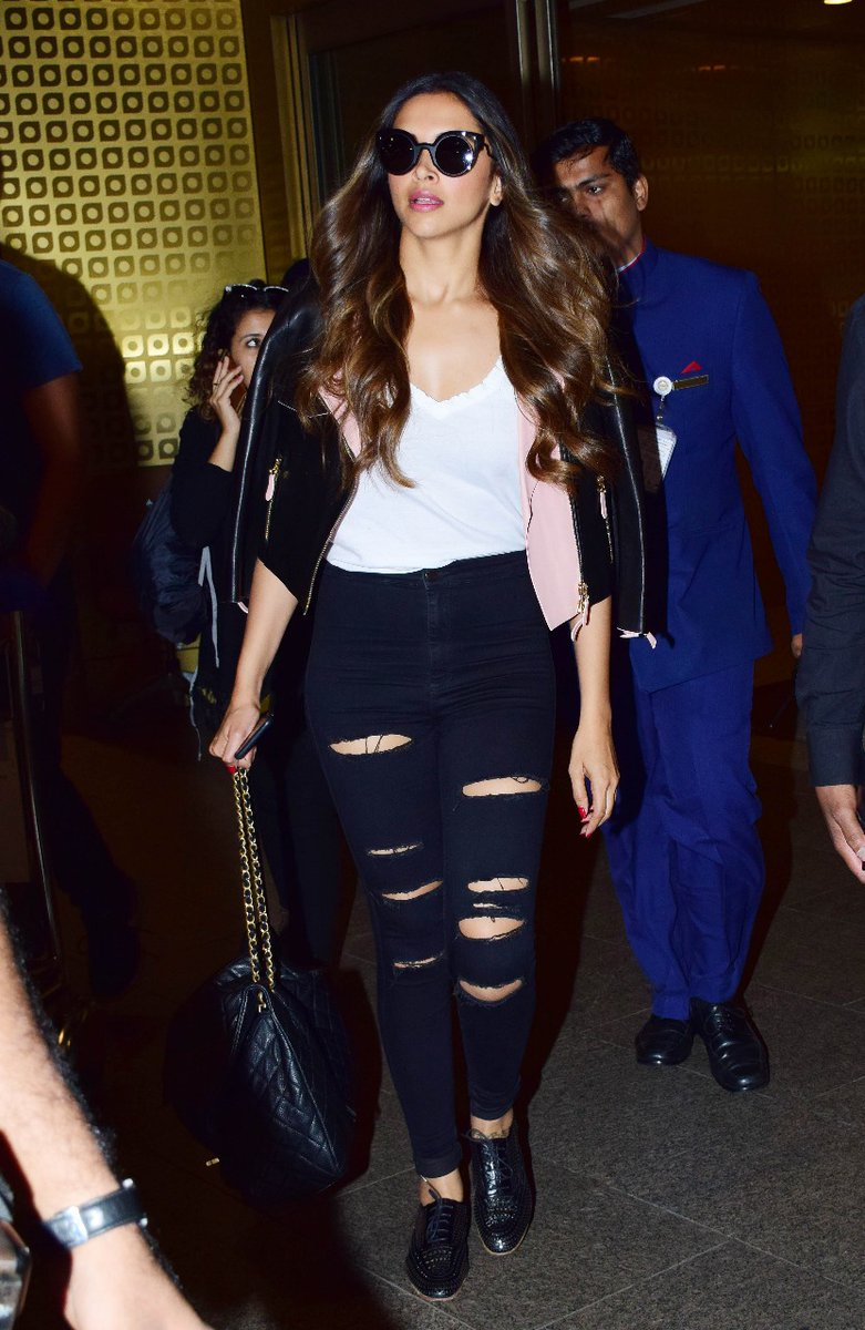 Deepika Padukone Looked Stylish & Comfortable At Airport