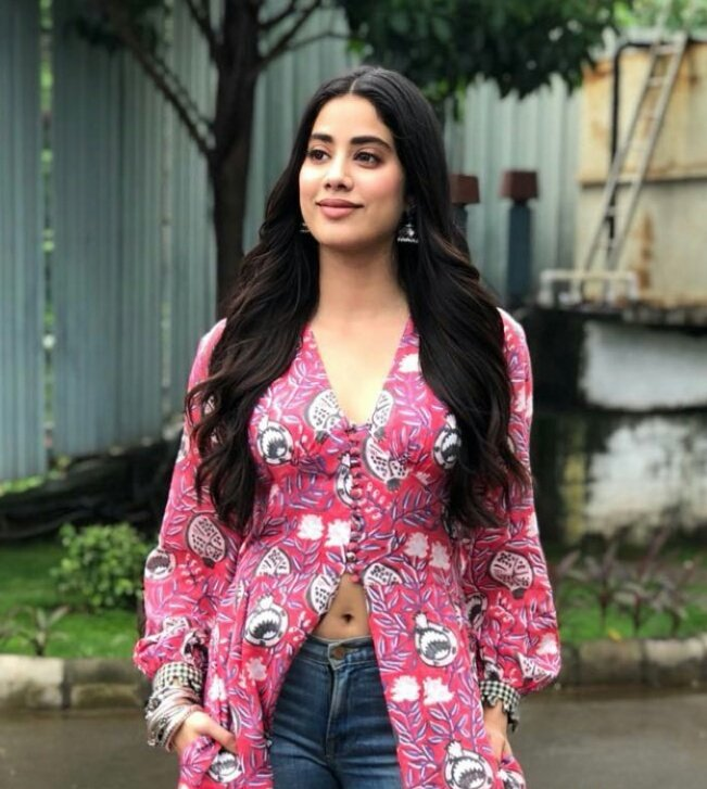 Janhvi-Kapoor-in-Jodi's-Printed-Cape-With-Blue-Denim